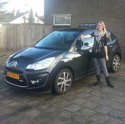 Rijschool For You rijschool Heerhugowaard rijles Heerhugowaard, Alkmaar, Bergen, Broek op Langedijk, Obdam, Hensbroek e.o Maaike-403x400